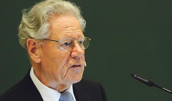 Eine Rehabilitierung von Hans Küng (oben) als Theologen wünscht sich Christoph Leit (unten), Präsident der europäischen Wirtschaftskammer Eurochambres.